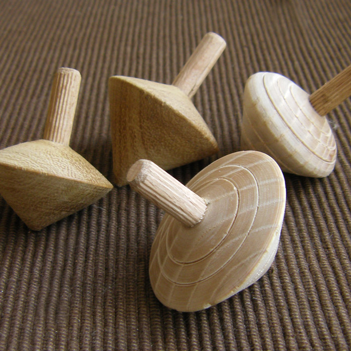 sp04-001-4 Whisperswood Spinning top with lines - assorted