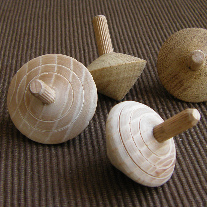 sp04-001-5 Whisperswood Spinning top with lines - assorted